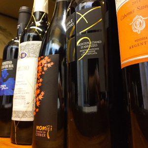 イタリアを中心に取り揃えた赤ワイン