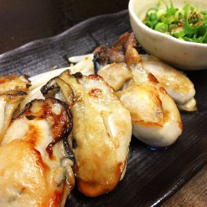 牡蠣の鉄板焼きと日本酒!
