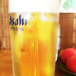 ビールには赤色鉄板焼きメニュー