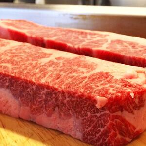4cmのド厚切り牛肉の鉄板焼