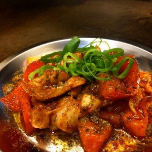 花椒のシビれる辛さがクセになる『鶏とトマトのシビ辛炒』
