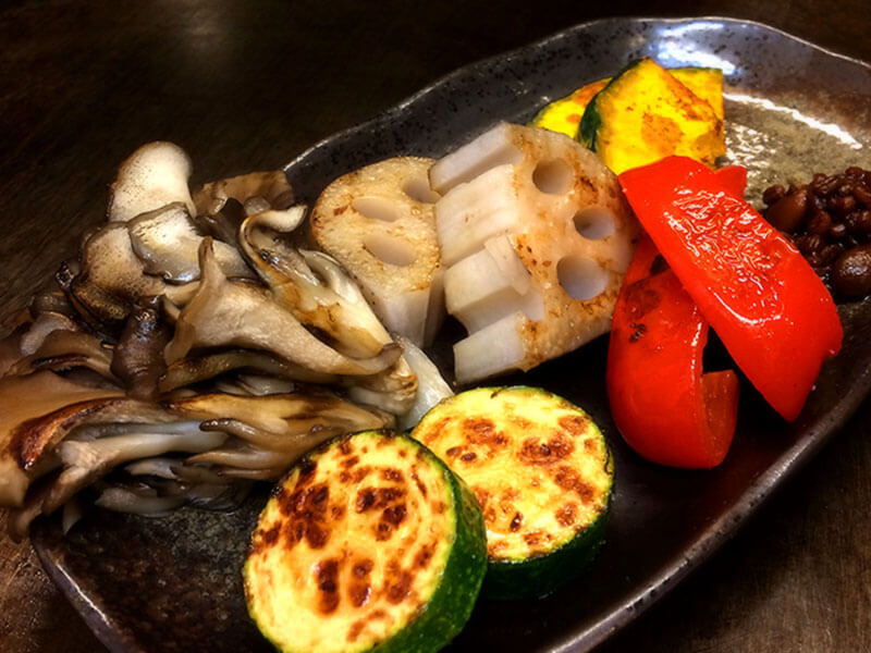 野菜の旨味を凝縮させた『彩り野菜の鉄板焼』